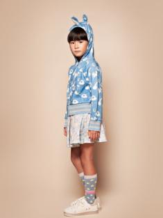 ブルーユニコーン着用写真(年齢8才、身長131cm、着用サイズ130cm)
