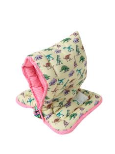 ダイナソー柄の防災頭巾です。