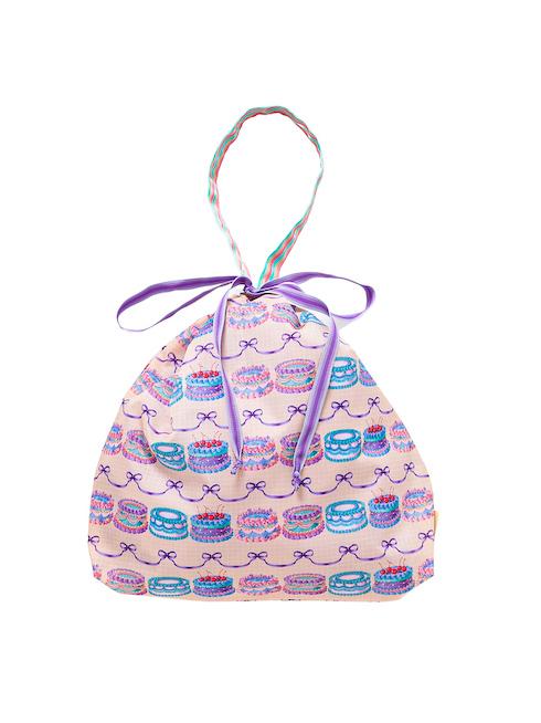 アイボリーケーキ柄の巾着バッグです。